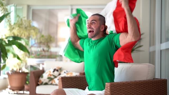 stockvideo's en b-roll-footage met patriottisme en viering van een mexicaanse jonge fan - kampioenschap