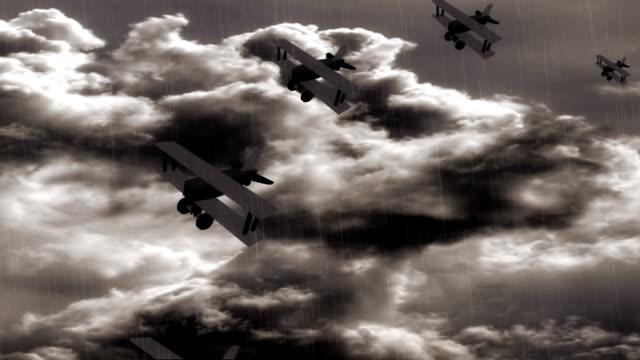 vídeos de stock e filmes b-roll de patrulha avião a voar na tempestade - liga desportiva
