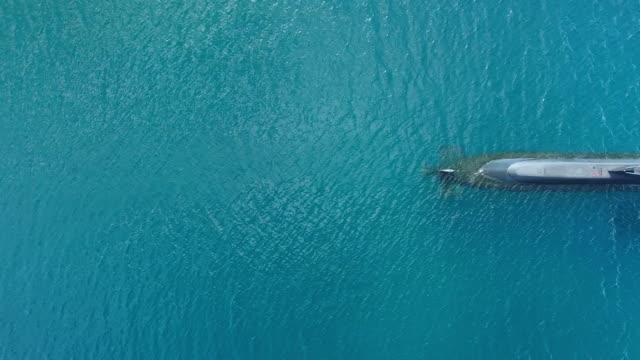 vídeos y material grabado en eventos de stock de patrullando el océano - submarino debajo del agua