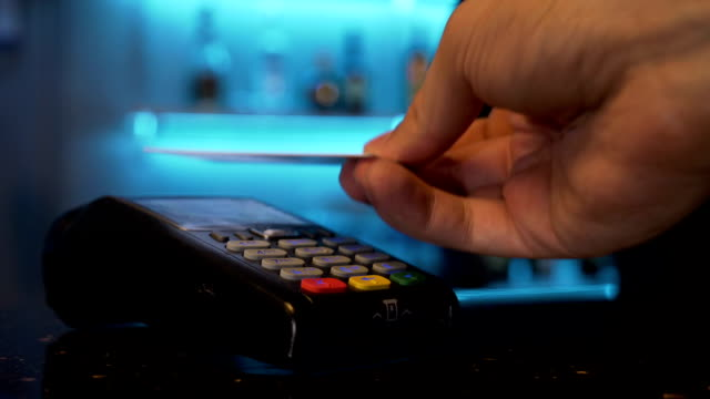 vídeos de stock e filmes b-roll de paying using contactless credit card - paying with card contactless