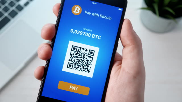 paying with bitcoin using smartphone - criptovaluta video stock e b–roll