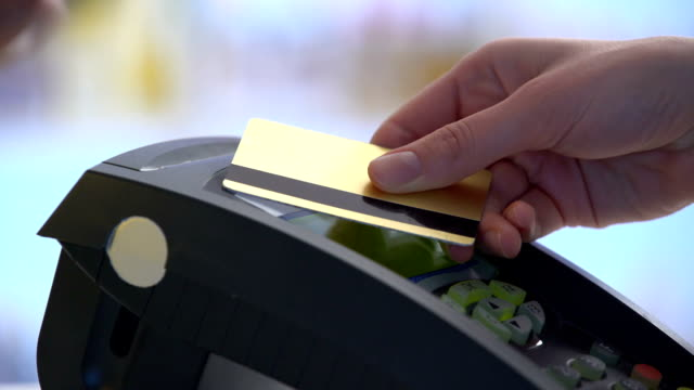 vídeos de stock e filmes b-roll de payment in a trade with nfc system and contactless card - pagar