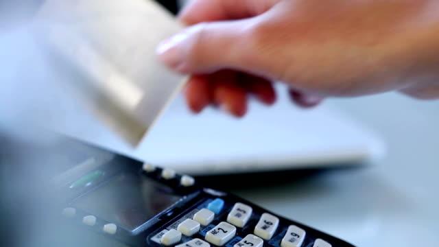 Zahlung mit Kreditkarte – Video