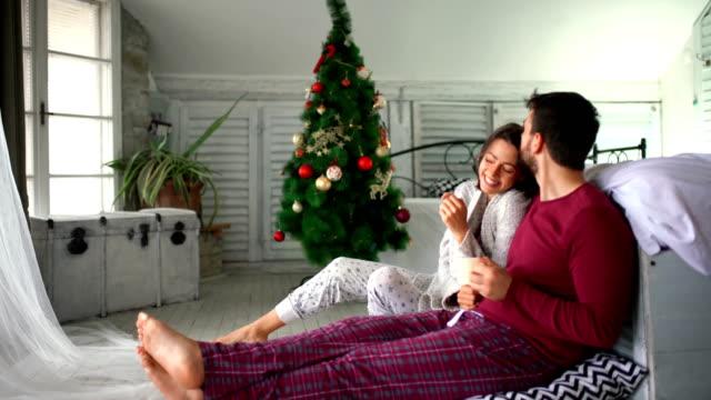 stockvideo's en b-roll-footage met vreedzame kerstochtend. - christmas cabin