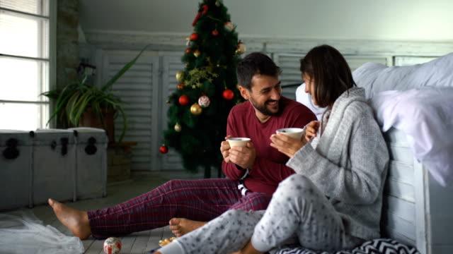 stockvideo's en b-roll-footage met vredige kerst ochtend. - christmas cabin