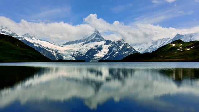 Erste peak und See von Interlaken in der Schweiz 01 – Video