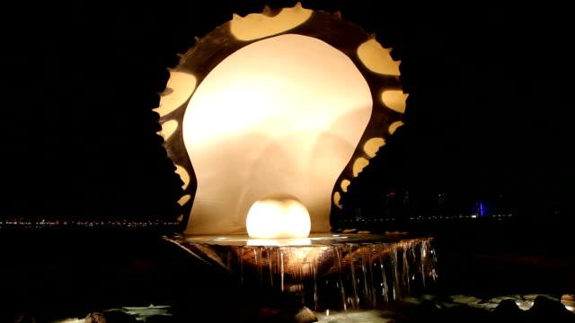 vidéos et rushes de fountainn pearl, à doha, au qatar - doha