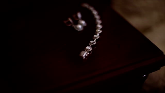 Pearl necklace and earrings video