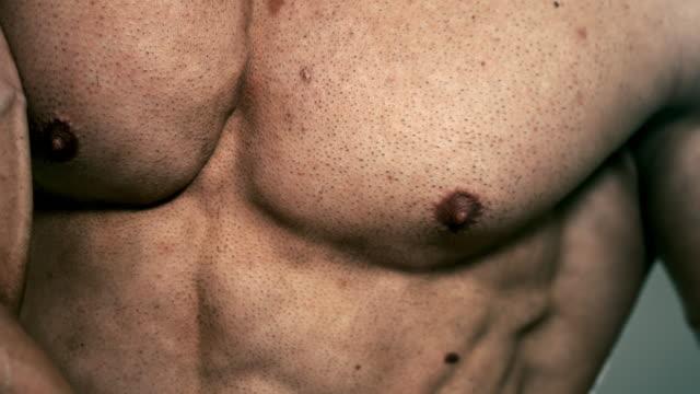 Um brustwarze haare Brust Lange