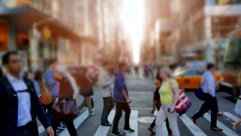 vídeos y material grabado en eventos de stock de peatones en ocupado new york. alcalde de ciudad de los estados unidos. - calle principal calle