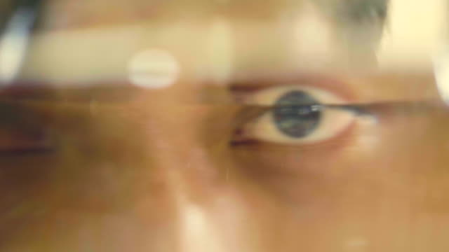 stockvideo's en b-roll-footage met gluren - ooglid