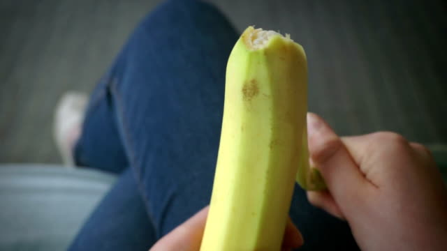 Peeling banana   FO video