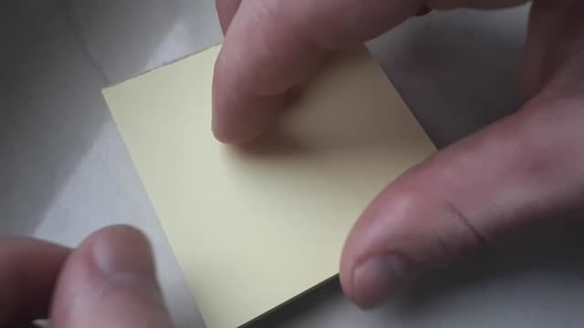 vídeos de stock, filmes e b-roll de descascando fora um borne em branco ele vara a nota. - descascado