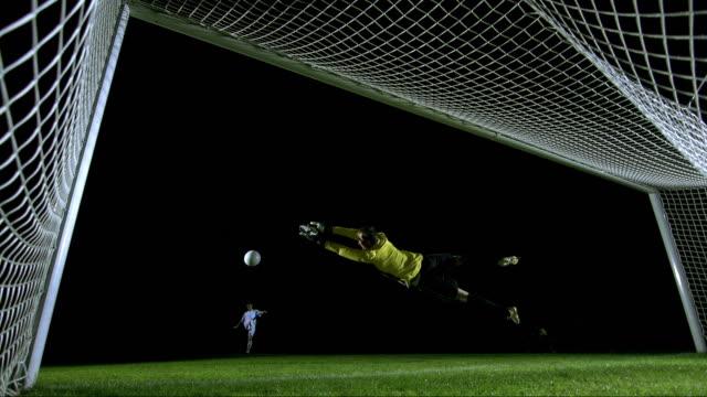 vídeos y material grabado en eventos de stock de penalty kick, behind the goal view, timeramp - meta