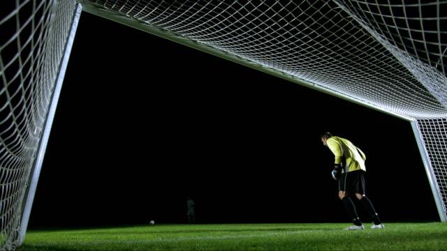 vídeos de stock e filmes b-roll de penalty kick, behind the goal view - marcar golo