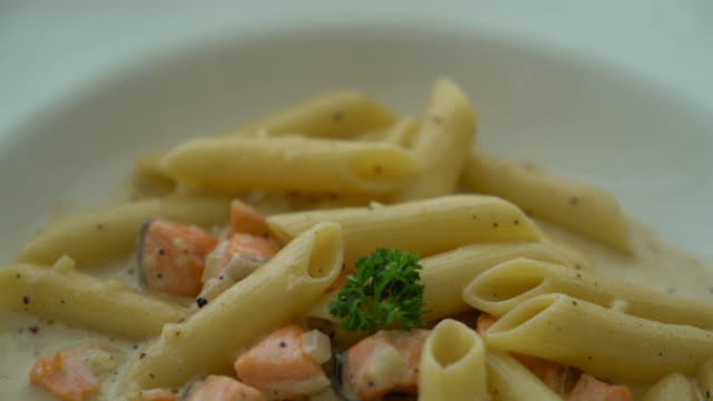 penne cabonara with salmon video