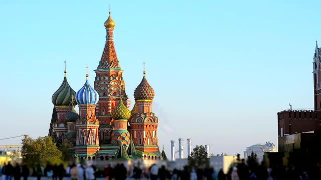 människor är promenader på röda torget i moskva nära st basils church - kreml bildbanksvideor och videomaterial från bakom kulisserna