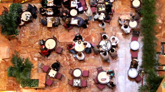 Dos personas en Cafe (tomas - vídeo