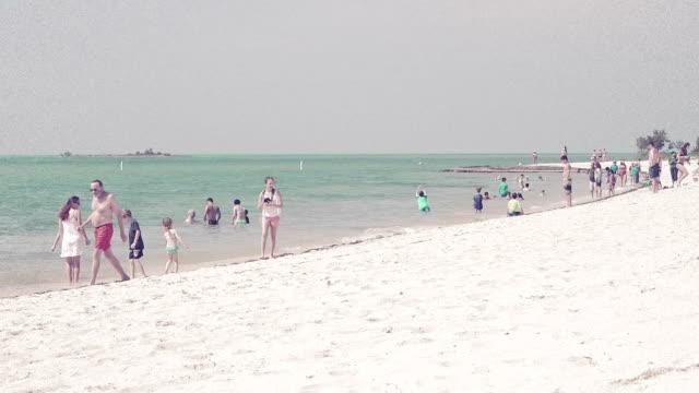 Menschen am Strand – Video