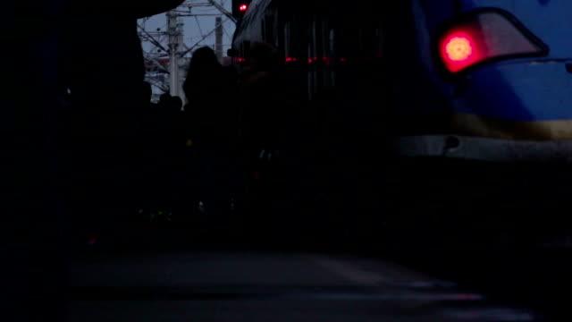 people coming down from the train - intercity filmów i materiałów b-roll