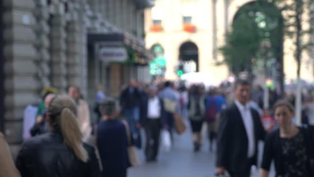 vídeos de stock e filmes b-roll de cneucit1148 pessoas a viagem de casa para o trabalho a trabalhar na suíça - suíça