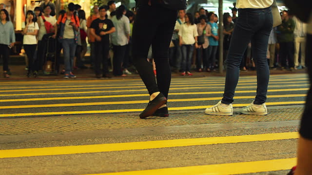 HD: People crossing the street in Hong Kong video