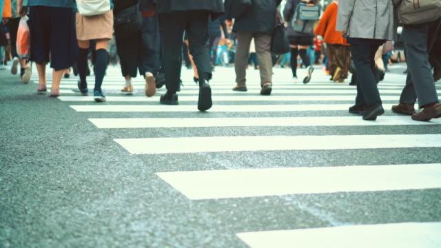 渋谷の横断歩道の人たち - 交差点点の映像素材/bロール