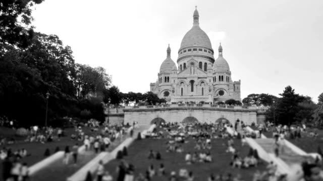 people crowds pan - montmatre utsikt bildbanksvideor och videomaterial från bakom kulisserna
