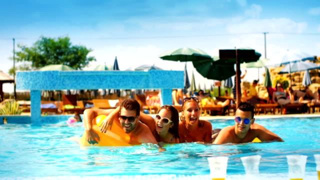 leute, die spaß in einem schwimmbad - spring break stock-videos und b-roll-filmmaterial