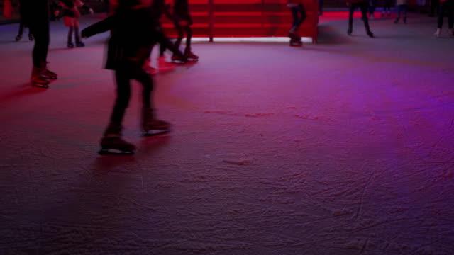 people having fun on the ice rink - łyżwa filmów i materiałów b-roll