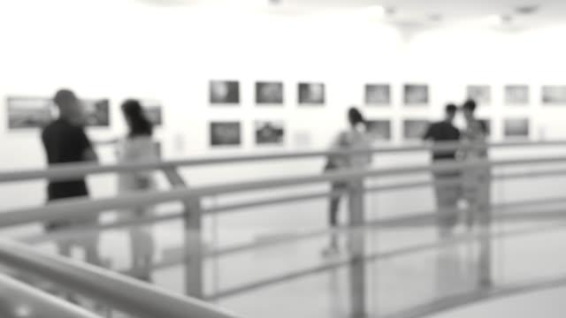 人のアートギャラリー - 美術館点の映像素材/bロール