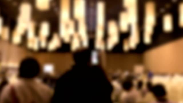 menschen in modernen konferenz halle interieur.  publikum im seminarraum. teilnehmer, veranstaltung zeitraffer geschäftskonzept. - zuschauerraum stock-videos und b-roll-filmmaterial