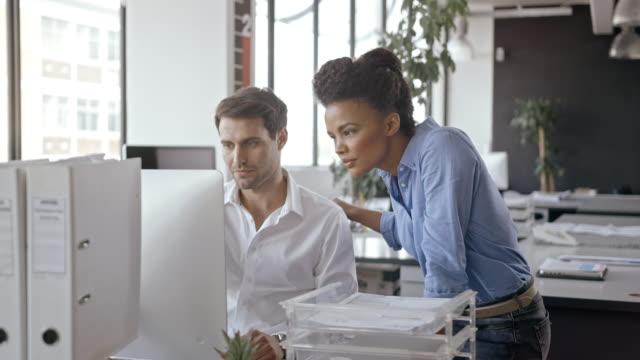 people in office - коллега стоковые видео и кадры b-roll