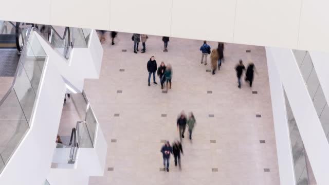 Personnes dans un centre commercial - Vidéo