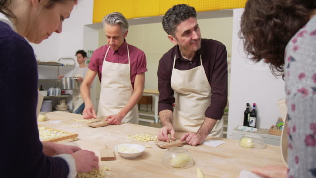 People learning to make handmade pasta