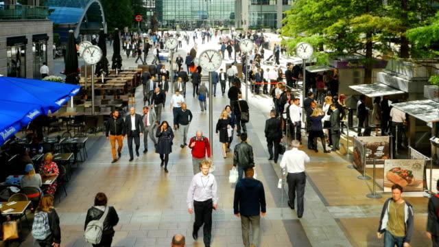 Menschen bei Reuters Plaza In London Canary Wharf (4 k UHD zu/HD – Video