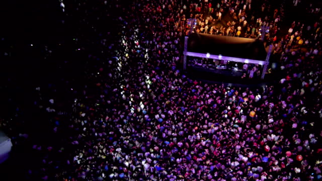 stockvideo's en b-roll-footage met aerial: people partying on a outdoors music concert - festival