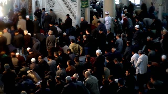 people praying together in mosque - ramadan kareem стоковые видео и кадры b-roll