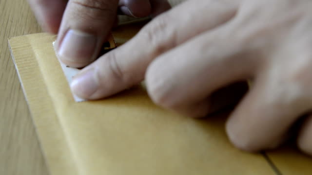 cngloth97-직원관리 퍼팅 테이블에는 우표가 서신 및 소화물 - stamp 스톡 비디오 및 b-롤 화면