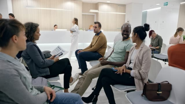 DS People sitting in a waiting room in a modern hospital