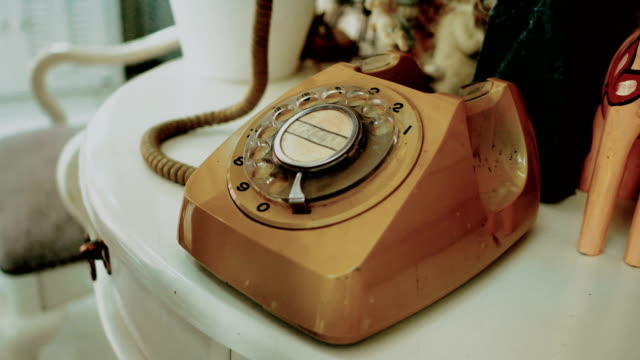 4K. people use finger dialing an retro rotary vintage style telephone. film dye for vintage tone. old telecommunication technology 4K. people use finger dialing an retro rotary vintage style telephone. film dye for vintage tone. old telecommunication technology landline phone stock videos & royalty-free footage