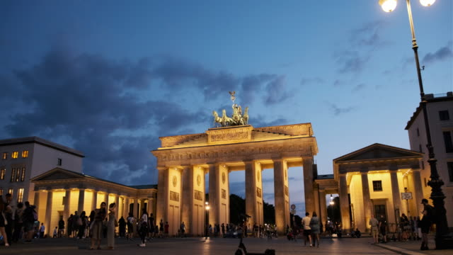 people walking around the brandenburg gate, germany at night - stabilized shot стоковые видео и кадры b-roll