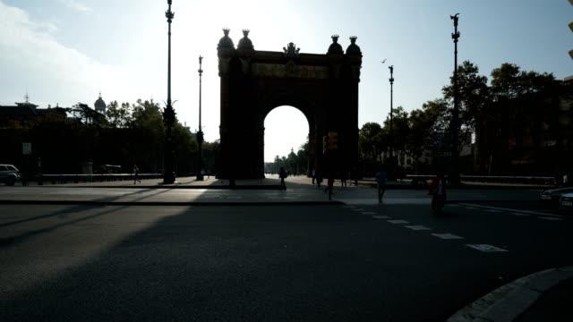 T/L Passanten am Arc de Triomf, Barcelona, Spanien – Video