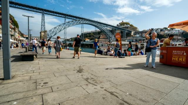 T/L Passanten am Dom Luís ich Brücke, Porto, Portugal – Video