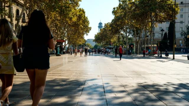 T/L Passanten am La Ramble, Barcelona, Spanien – Video
