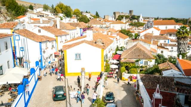 T/L Menschen zu Fuß in der Altstadt Obidos, Portugal – Video