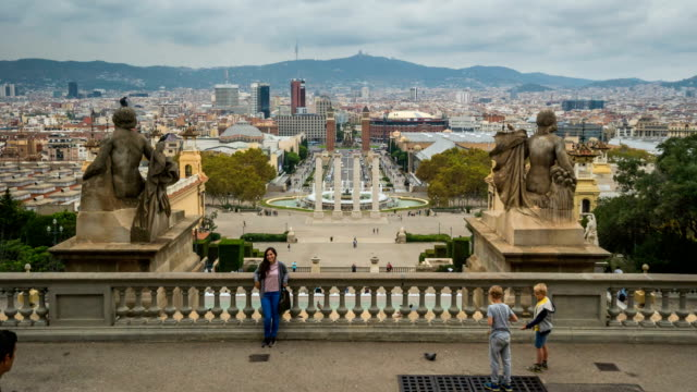 T/L Passanten im Palau Nacional, Barcelona, Spanien – Video