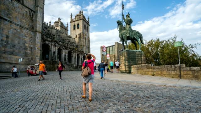 T/L Menschen zu Fuß in der Kathedrale von The Porto, Portugal – Video