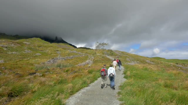 people walking on a path at isle of skye - highlands scozzesi video stock e b–roll
