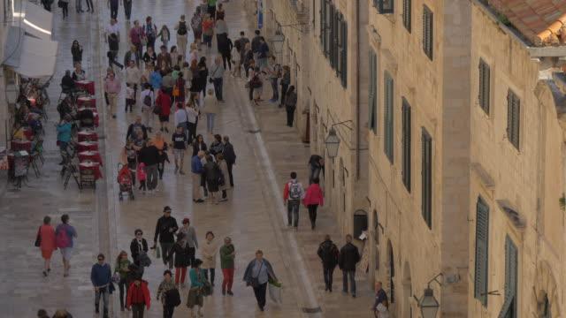 Menschen zu Fuß auf Stradun – Video